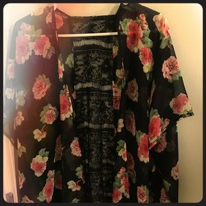 Tops - Floral Kimono with lace detailing